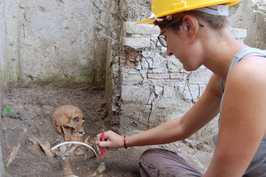 Students excavating on site at Portus (Photo: Hembo Pagi/ Portus Project)